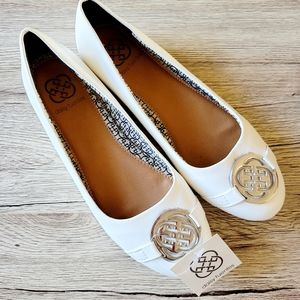 Daisy Fuentes white Ruby ballet flats size 8½